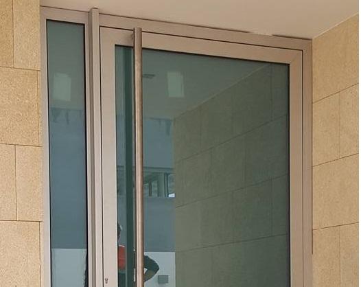 https://fvlaluminios.com.pt/wp-content/uploads/2017/10/Ponta-da-Piedade-Lagos.jpg